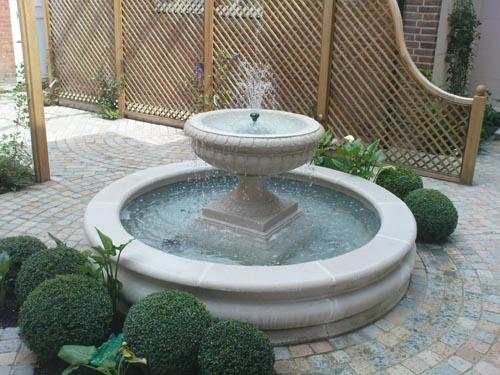 Circular Raised Pond And Fountain Fairwater Flickr