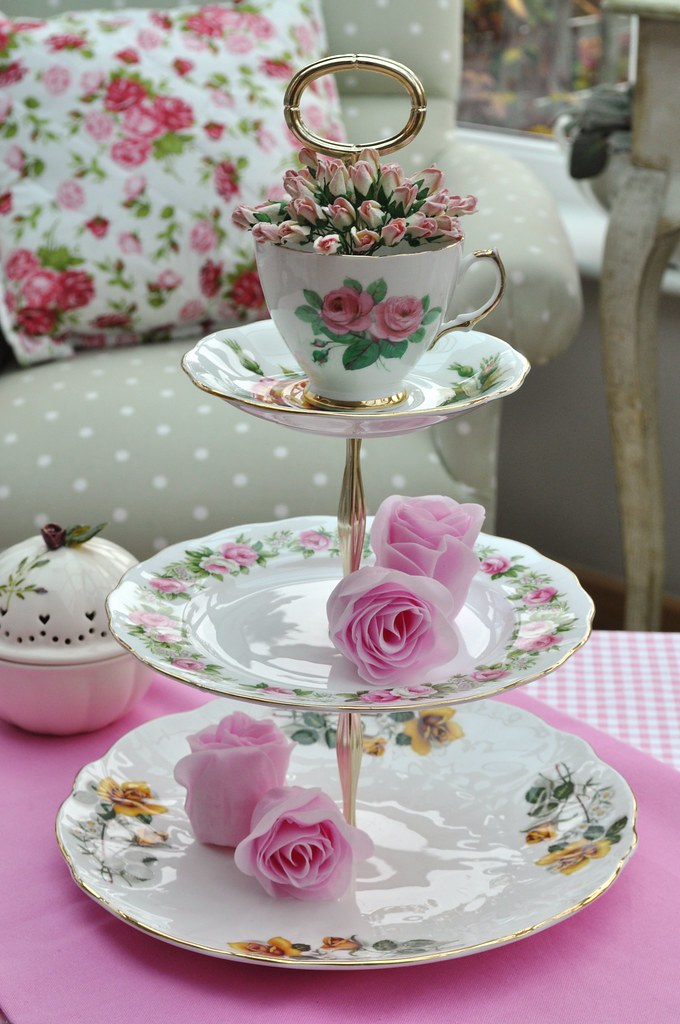 Rose garden 3 tier vintage cake stand a pretty shabby for Pretty cake stands