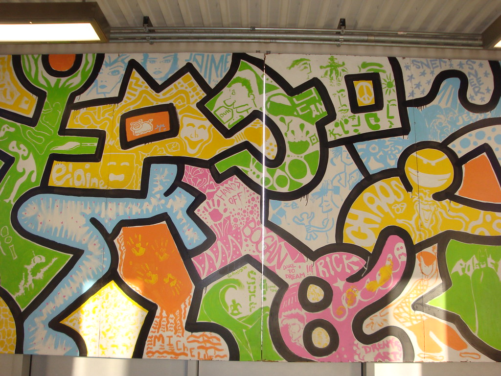 Keith haring mural at midway airport in chicago there is for Mural in chicago illinois