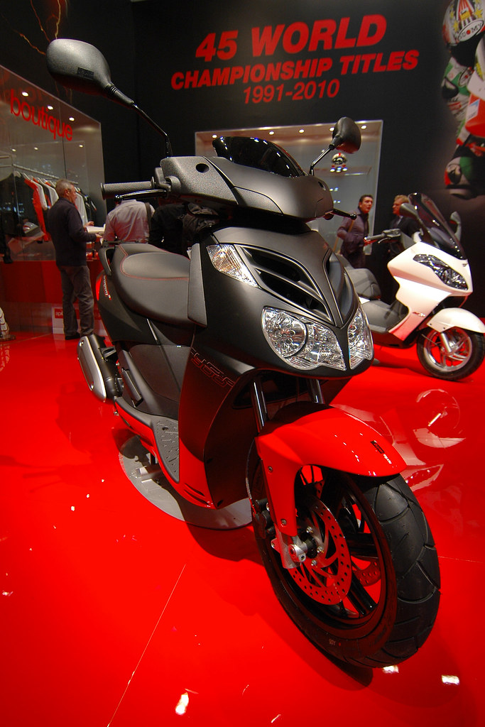 aprilia sportcity cube 300 blackline as seen at the eicma flickr. Black Bedroom Furniture Sets. Home Design Ideas