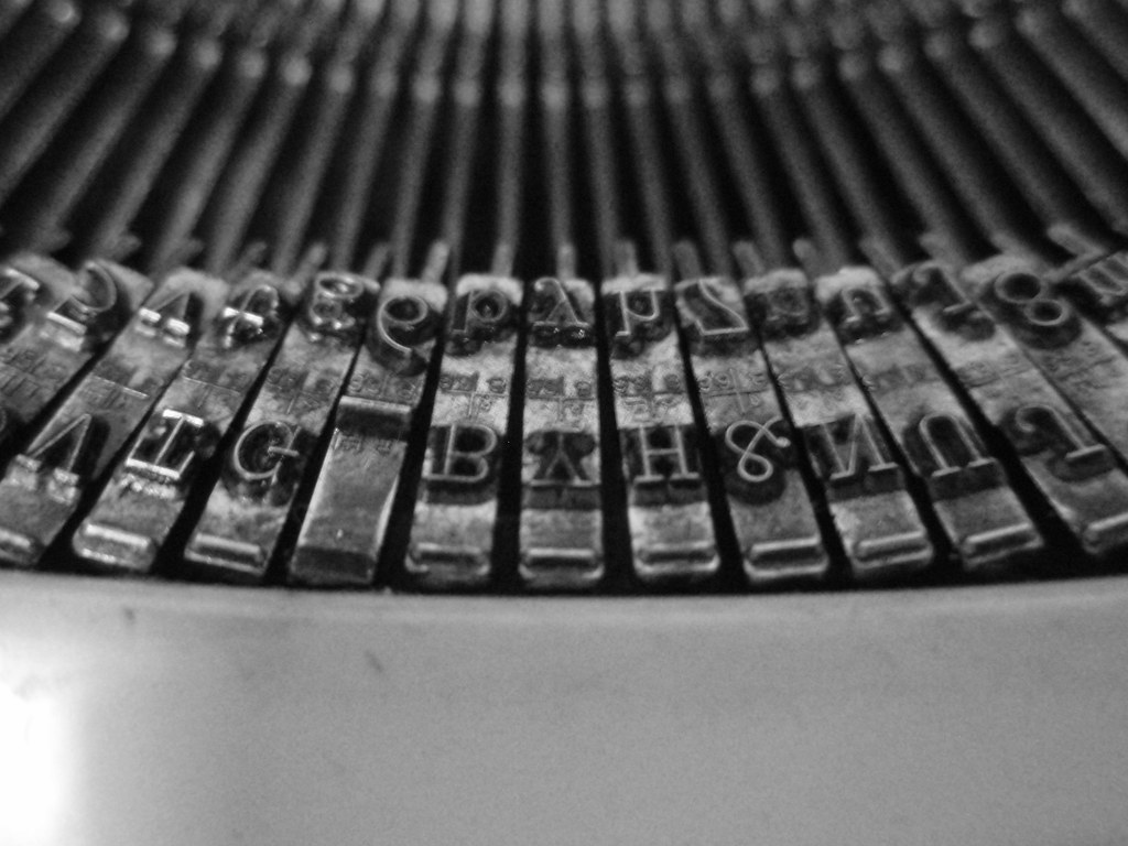 how to get brackets in typewriter