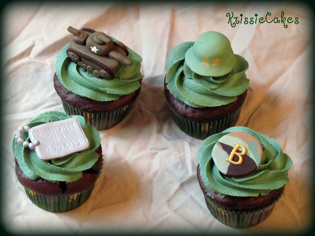 Braeden 39 s 7th birthday army cupcakes these army themed for Army cake decoration