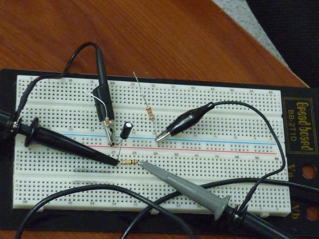 Circuito Rc : Circuito rc en protoboard circuito rc implementado en protu2026 flickr
