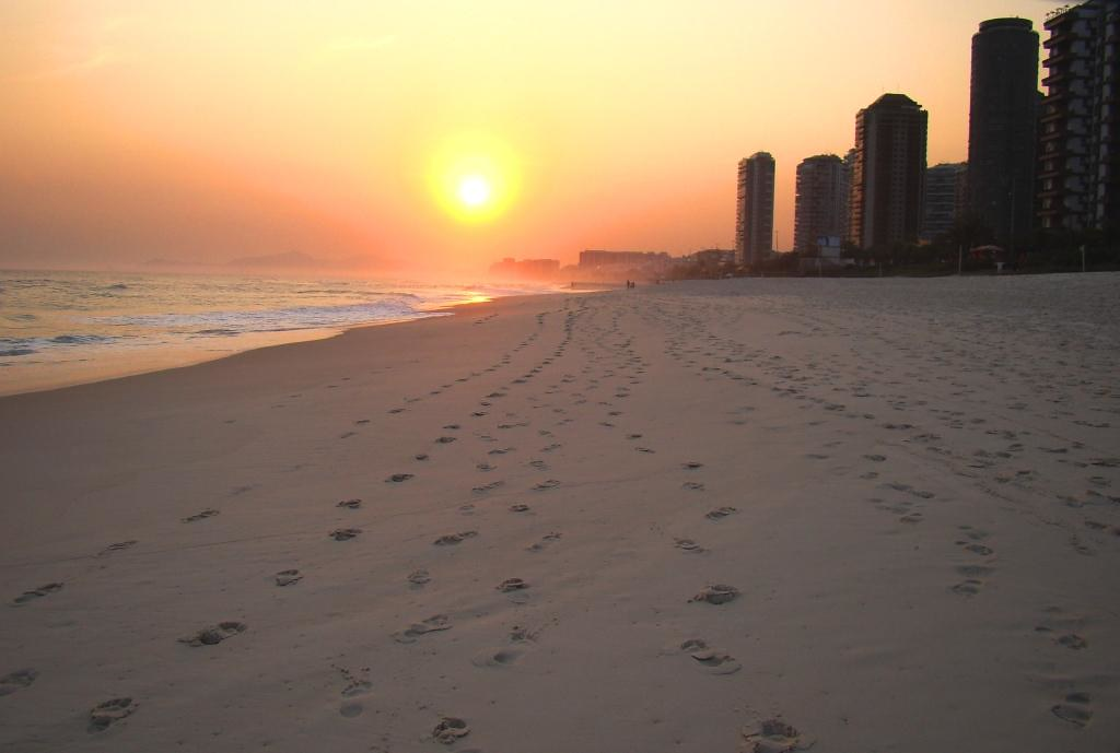 Footprints in the sand!...Feliz Quarta Sunset! | Francisco ...