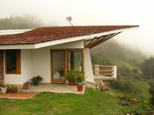 Teja de barro plana casa construida en clima frio - Casas con tejas ...