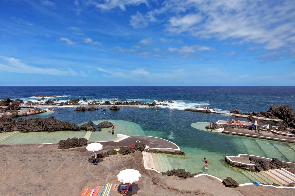 Natural seawater pools porto moniz madeira porto moniz for Portugal piscinas naturales