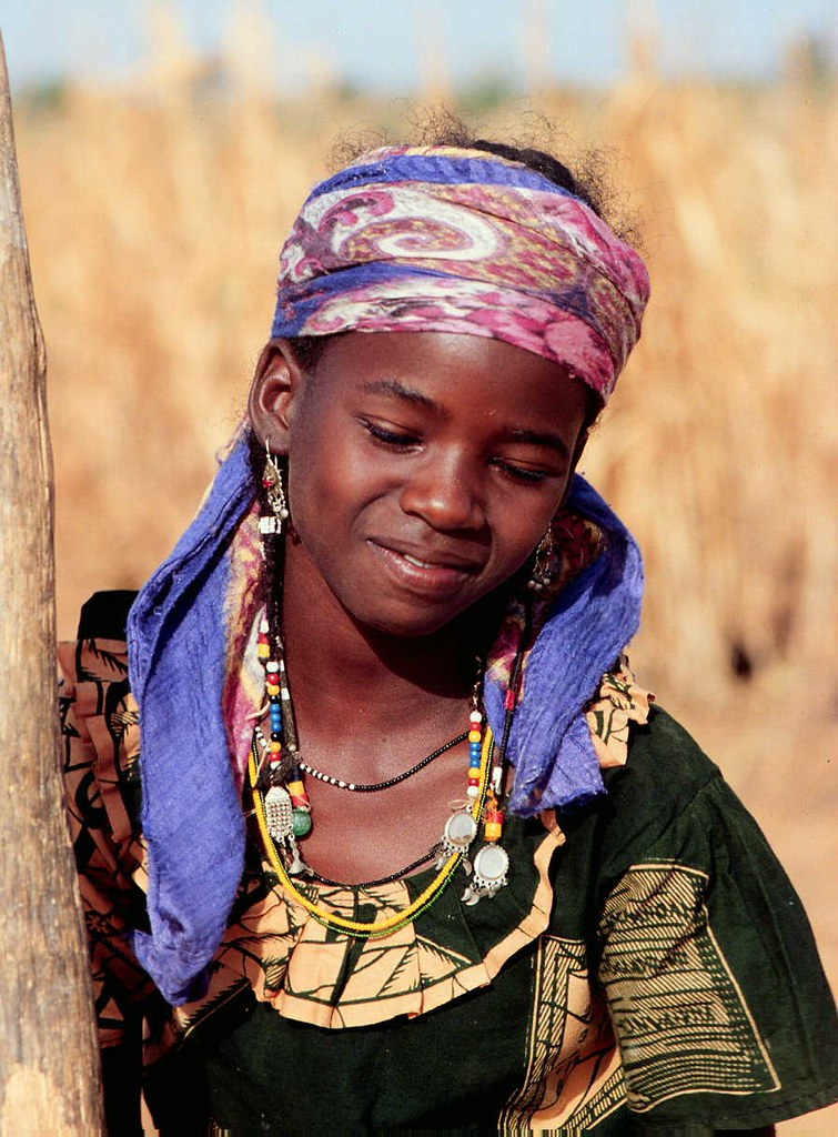 West African Girl Daily Pounds Grain For Her Familys Dail -9139