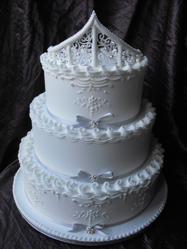wedding cake decorating with royal icing royal iced wedding cake grimsby roal icing is comming 22391