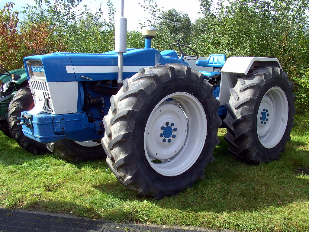 Ford county tractor david van mill flickr for Big tractor tires for free