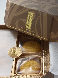 Peninsula's Mini Egg Custard Mooncakes | by Fenf3n