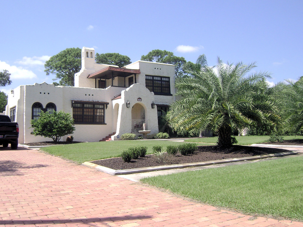 Casa de Fuentes - Ormond Beach   The owners of this Spanish
