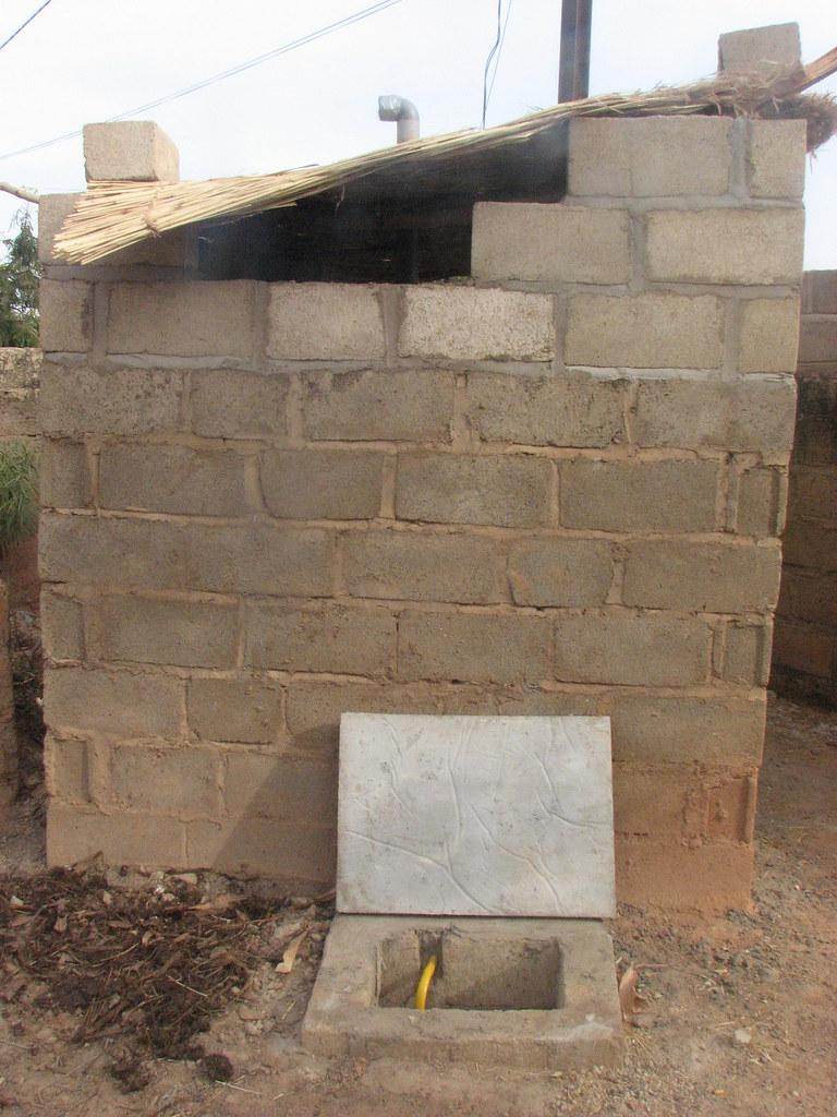 Pit Toilets Construction : Burkina faso adaptation of pit latrine to urine