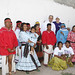 Con grupos étnicos de la ciudad