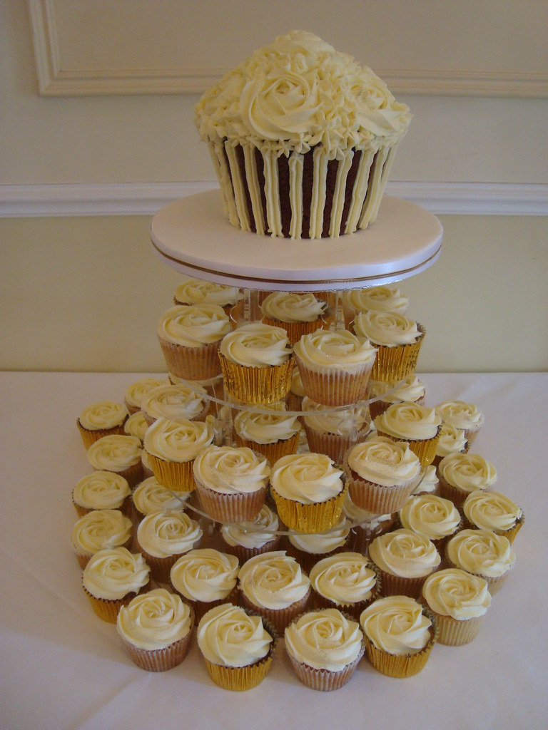 Lace Cake Cases