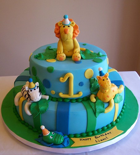 Jungle animals - first birthday cake This is not my ...
