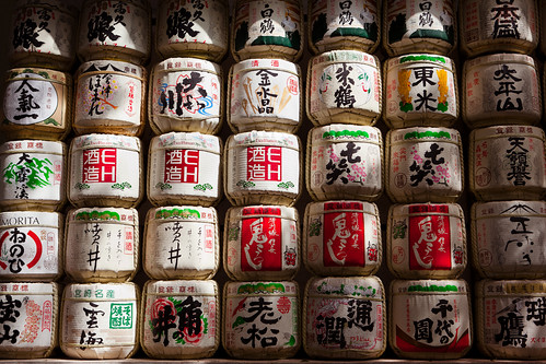 Barrels of sake (nihonshu) in Meiji Jingu : Shibuya, Tokyo, Japan / Japón | by Lost in Japan, by Miguel Michán
