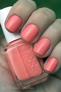 Haute as Hello - Essie | by Esmalteria - by Faby