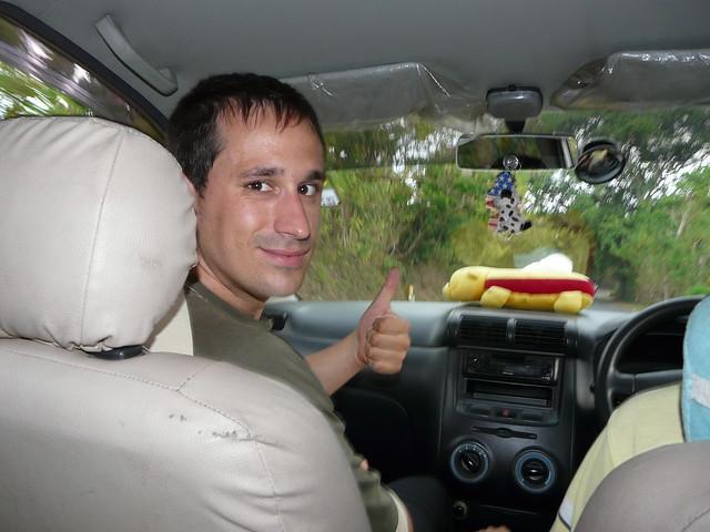 Sele en un coche en Bali