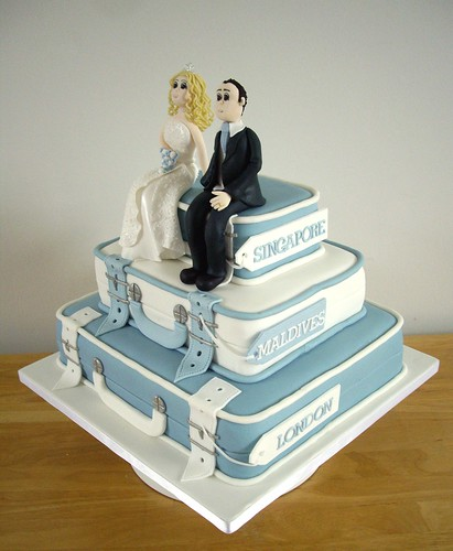 Suitcase Wedding Cake Suitcase Wedding Cake With Bride