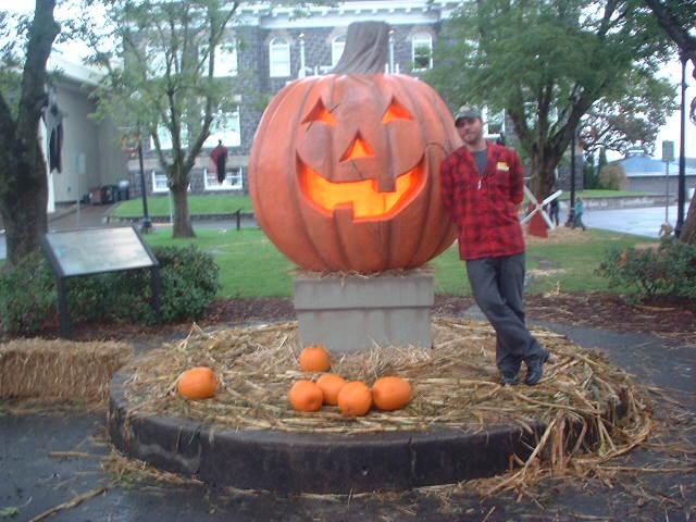 Halloweentown! | St. Helens, Oregon turns into Halloweentown… | Flickr