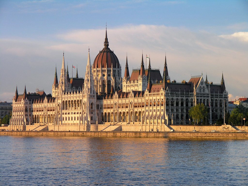 Budapest parliament sunset 2 here is my panorama for Foto del parlamento