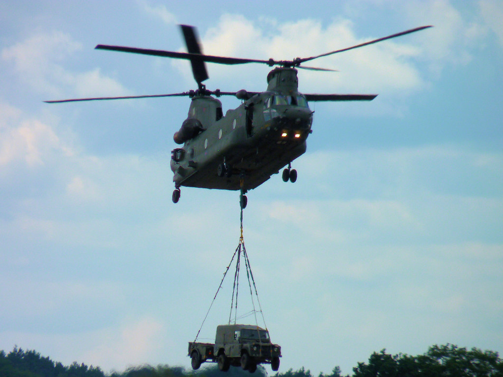 Helicopter Chinook Land Rover