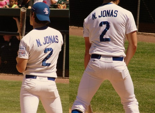 Is nick jonas and miley cyrus dating 3