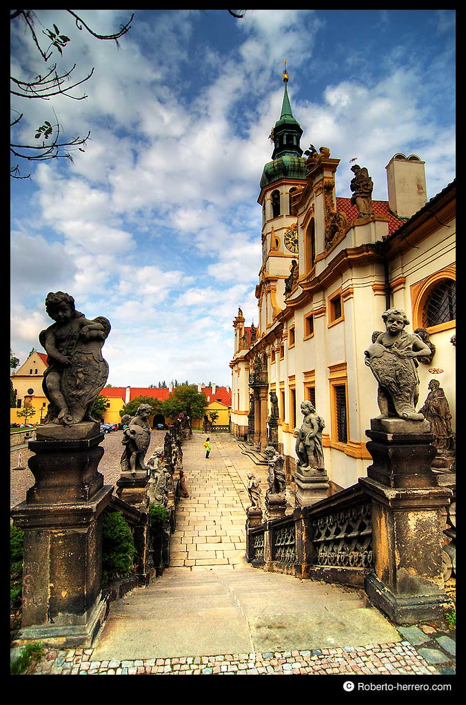 Statues at loreto sanctuary prague czech republic flickr - Roberto herrero ...