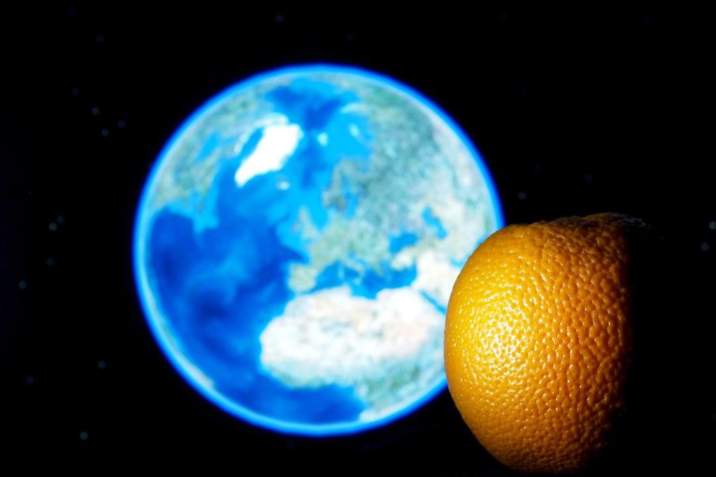 La Terre est bleue comme une orange | Variation photograpiqu… | Flickr