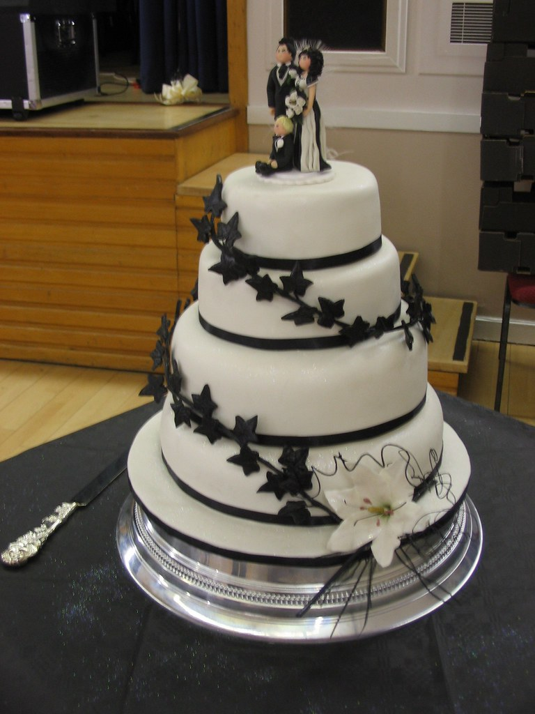 how to cut a wedding cake video 4 tier wedding cake with bridal and black flickr 15632