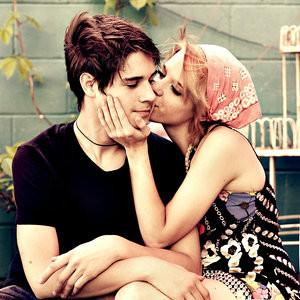 Girl love kiss