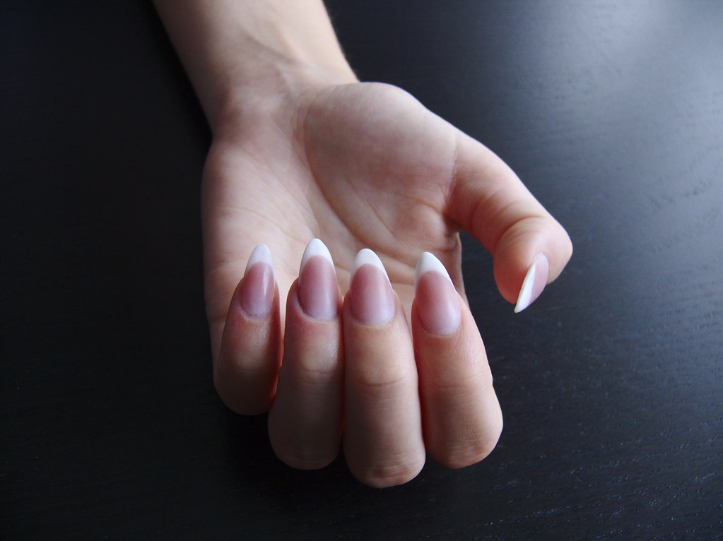 Francia mandula műköröm / Almond shape French acrylic nail… | Flickr