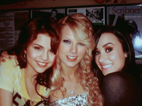 Selena Gomez, Taylor Swift and Demi Lovato   Digan gracias ...