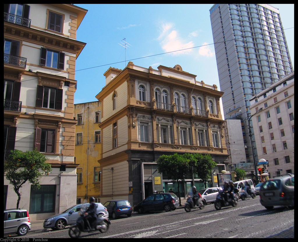 Francois Illas New Tradition: Naples : Architecture In The Streets, Tradition And Modern