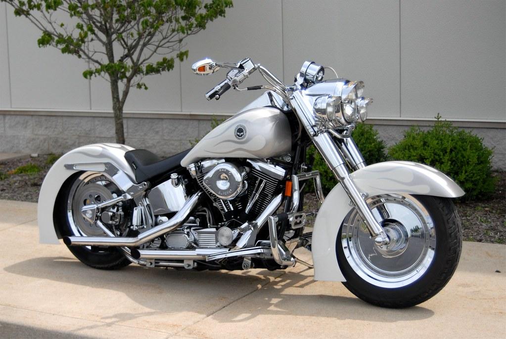 White Harley Davidson: Harley Davidson Custom Painted