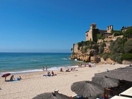 Castillo y playa tamarit camping tamarit park tarragona - Camping interior tarragona ...