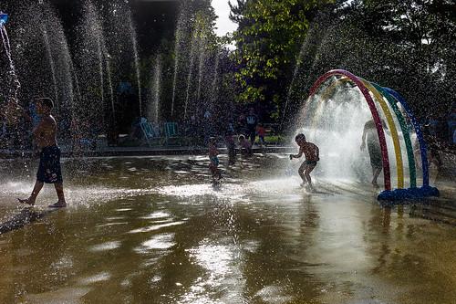 Rafraichir les enfants au jardin d 39 flickr for Au jardin d acclimatation