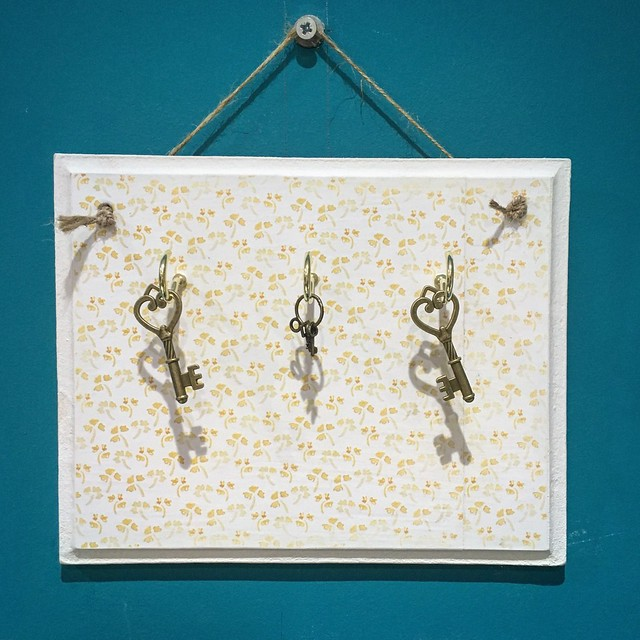 How to create decoupage home decor projects - Bee Garden decoupaged key holder