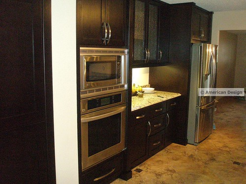 Modern sleek chocolate kitchen cabinets with stainless ste for Chocolate kitchen cabinets with stainless steel appliances