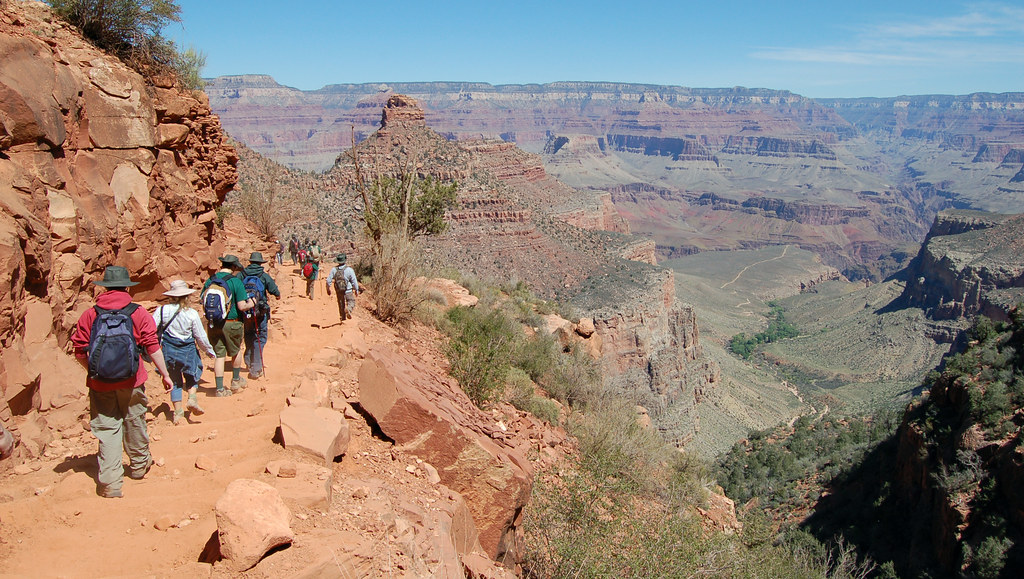 Hiking the Grand Canyon NP Bright Angel Trail Group Hiking _0215