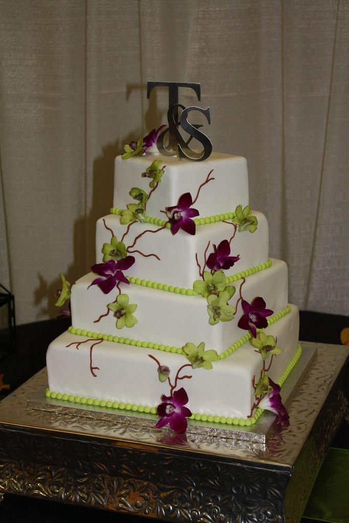 Shanda Amp Trevor S Wedding Cake 4 Square Tiers Offset