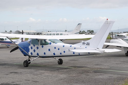 how to get to airlie beach from melbourne by plane