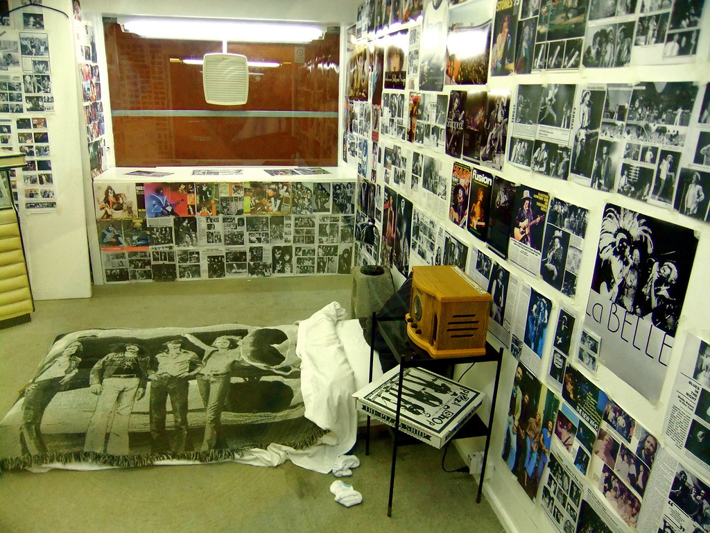Punk Rock Bedroom Teenage Bedroom By Bob Gruen 2007 On Display In The Subway Flickr