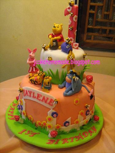 Pooh Happy Birthday Cake