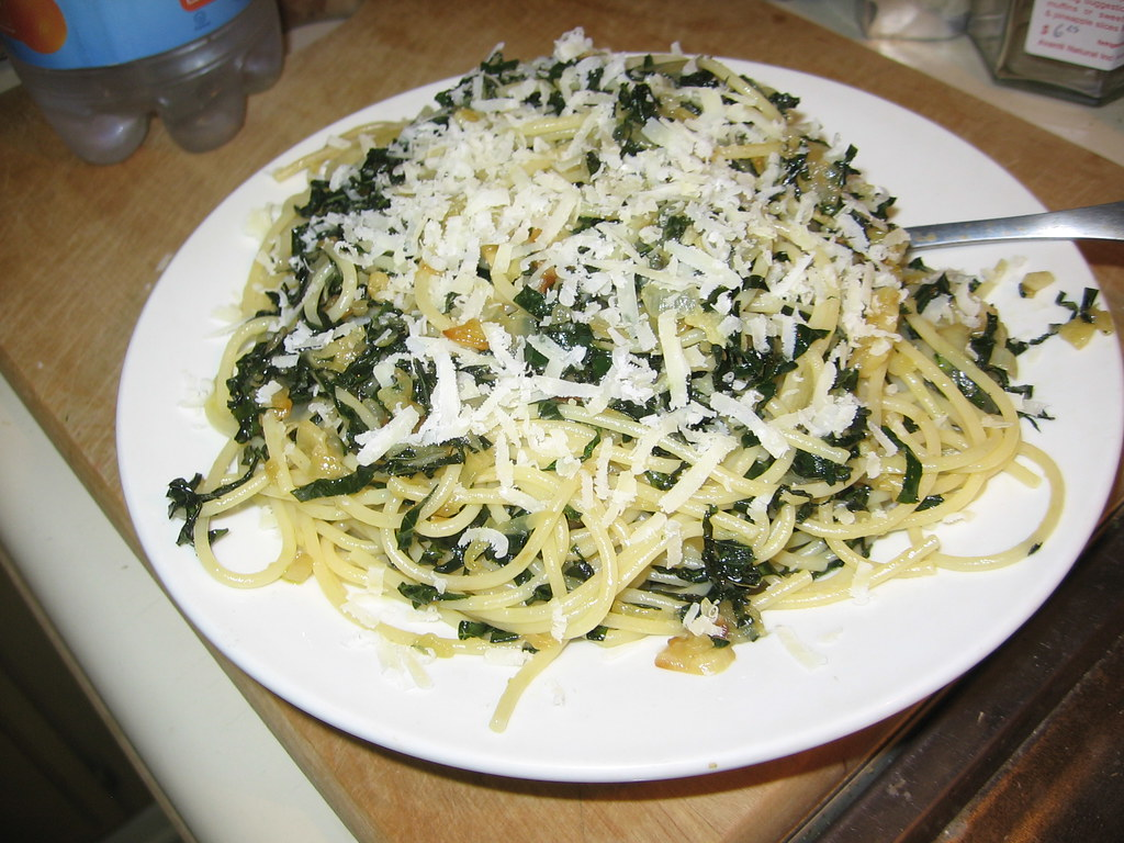 Spaghetti with braised kale | Turned out well! Recipe here ...