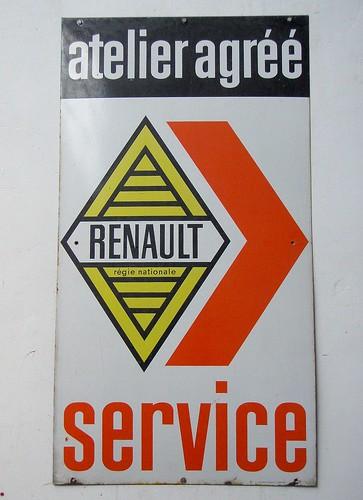 Panneau publicitaire renault dans un garage villers for Panneau publicitaire garage automobile