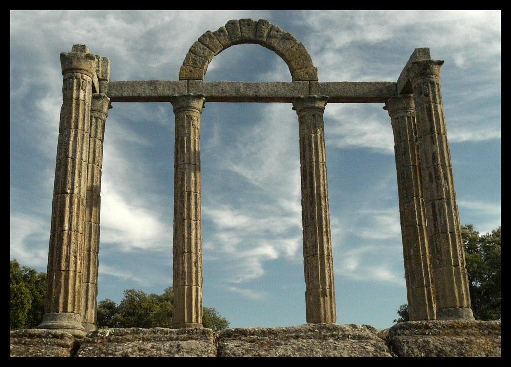 Templo romano de los m rmoles ii esta columnata for Que son los marmoles