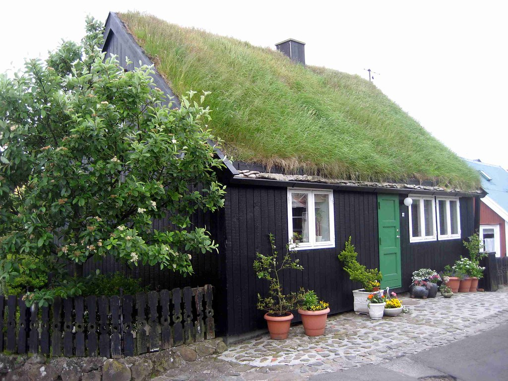 House In Tinganes Torshavn House With A Sod Roof In