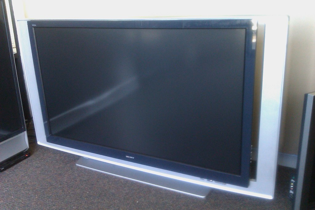 SONY 60 INCH LCD REAR PROJECTION HDTV 1080P 13 650