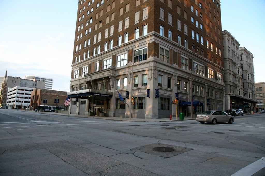 Milwaukee (WIS) Downtown - Milwaukee Athletic Club 1917 ...
